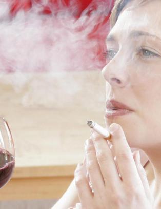 Studie: Legene sp�r oftere om r�ykevaner enn alkoholbruk