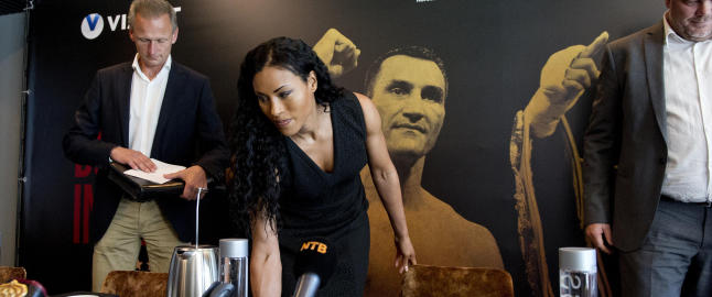Cecilia Br�khus bokser i D�sseldorf, men vil ikke avsl�re motstanderen