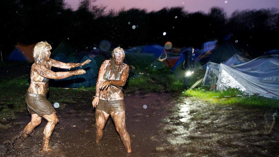 SKAL BLI MER MORO: Erfarne britiske festivalarrang�rer skal etter det Dagbladet.no erfarer v�re interessert i � investere i Hovefestivalen. Da kan det bli flere gj�rmebad p� Trom�ya. FOTO: EIRIK HELLAND URKE