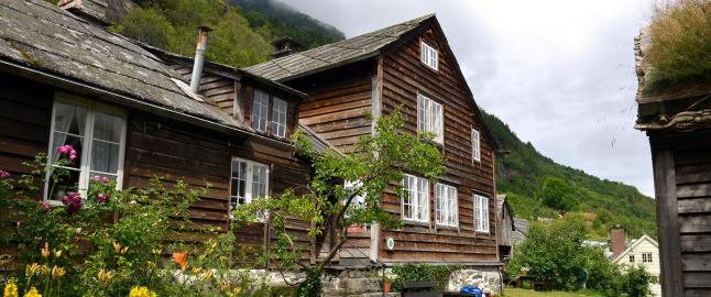 Trygt plassert i ly av en bergnabb ligger en av Hardangers st�rste kulturskatter