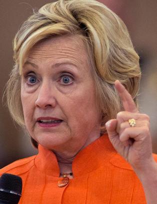 Hillary bl�r, og plutselig hviskes det om disse to:  - USA blir minnet p� gamle skandaler