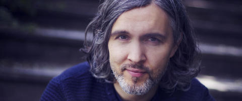 Anmeldelse: Markus Midr� skriver finstemt om en musikers flyktige liv og karriere