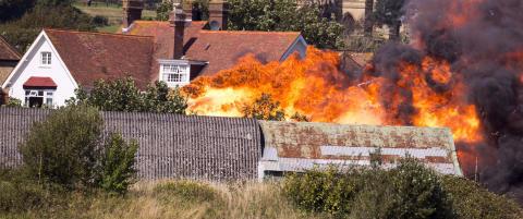 Flystyrt under flyshow i England. Sju personer skal v�re d�de