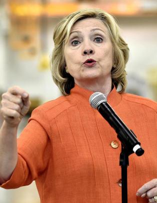 Hillary Clinton har snublet i sin private e-postserver.