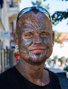 �Man lever bare �n gang�, tenkte Christian (40). N� angrer han p� tatoveringen