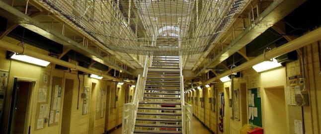 I �revis har livet p� innsiden av murene i Storbritannias sikreste fengsler v�rt en hemmelighet