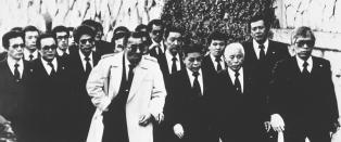 Japans st�rste krimsyndikat er i ferd med � g� i oppl�sning. N� forbereder politiet seg p� blodig gjengkrig