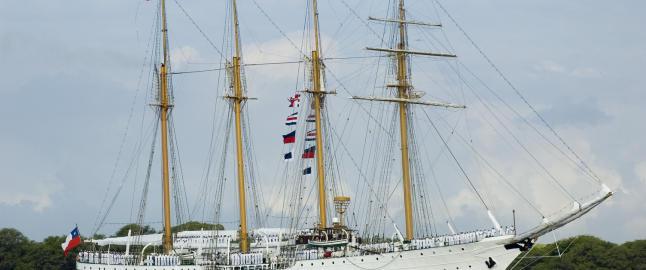 �Den Hvite Dame� beundres verden rundt, men skipet har en m�rk og voldelig fortid