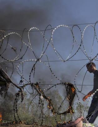 Ungarn slipper 30 flyktninger gjennom gjerdet