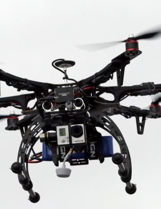 Politiet i North Dakota f�r montere elektrosjokkv�pen og t�regass p� droner