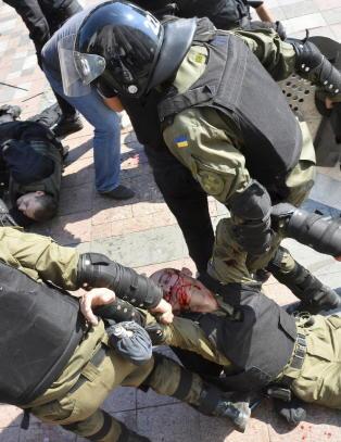 Ukrainsk h�yreside sl�ss igjen med livet som innsats