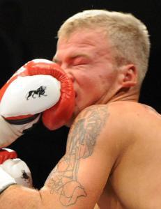 Robin tapte 51 boksekamper p� ni �r. L�rdag vant han