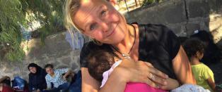 Trude reiste aleine til Hellas for � hjelpe flyktninger. Bidragene fra Norge str�mmer p�