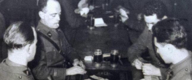Soldatene p� Hackenberg-fortet fikk schnaps til frokost, og drakk 450 liter �l om dagen