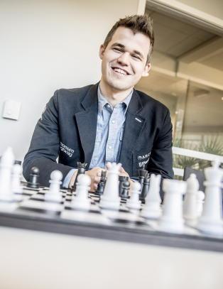 Sjakk minner om �musikk, og kanskje fotball�