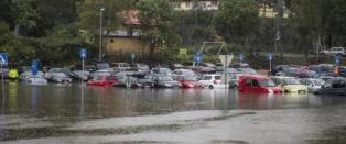Vannet stiger: -Hent bilene f�r det er for seint