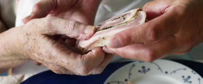 Kommunestyret b�r spise den maten de eldre f�r servert