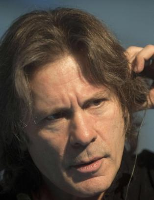 Iron Maiden-vokalisten avsl�rer at kreft kom fra kj�nnssykdom. N� vil han advare andre
