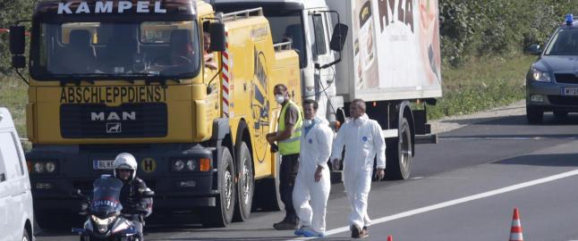 Flyktningene i lastebilen d�de av oksygenmangel kort tid etter at de gikk om bord