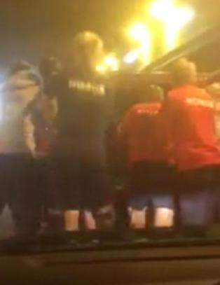 Bil br�t sammen i beryktet tunnel - gjett hvem som tok jobben med � dytte