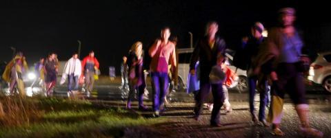 Her str�mmer flyktningene over grensa til �sterrike
