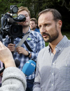 - Uforst�elig at Haakon ikke svarer om luksusferien