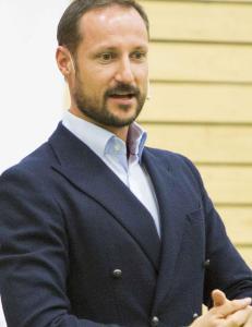Kronprinsen om luksusferie-kritikken: - Jeg kunne kanskje gjort en bedre jobb