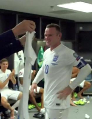 Det er fort gjort � r�dme i et slikt garderobe�yeblikk, men Rooney hadde en plan
