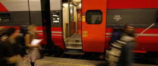 �Alt g�r raskere, bare ikke toget. Takk og lov for det�