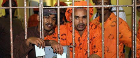 Rottene har invadert fengselet. N� m� 4000 fanger evakueres