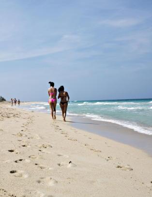 L�rer spansk i Havanna f�r de reiser �ya rundt