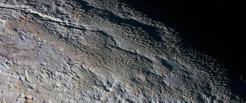 �Slangeskinn� og �drageskjell� oppdaget p� Pluto: - Dette kommer det til � ta lang tid � finne ut av
