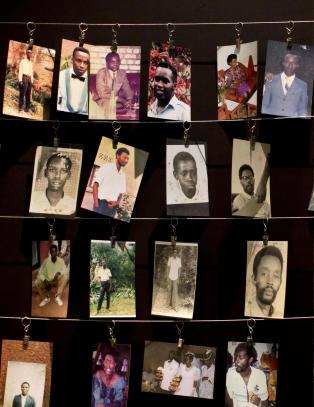 De med flere enn ti kuer ble tutsi, de med f�rre ble hutu. S� kom 6. april 1994