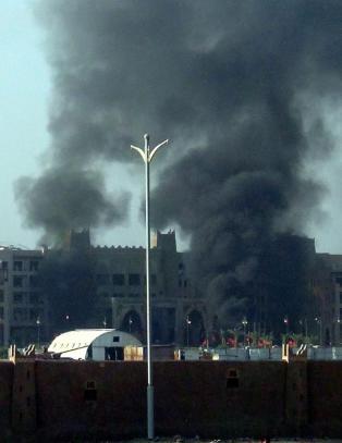 - Flere personer skadd og drept i granatangrep mot hotellet til Jemens statsminister