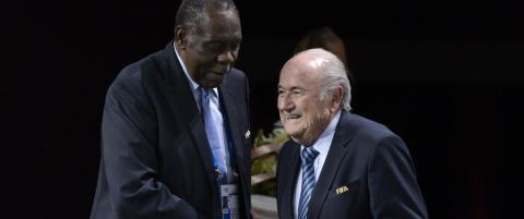 For fem �r siden fikk han Premier League-stjerne til � rase. N� er Issa (69) Fifa-leder