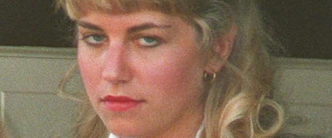 Hun hjalp ektemannen torturere og drepe ten�ringsjenter. Ett av ofrene var hennes egen lilles�ster