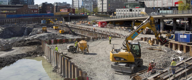 Ny rapport sl�r alarm om byggen�ringen: - Fast ansatte fortrenges av arbeidere som kan sendes vekk p� en times varsel
