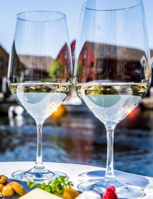 To glass vin gj�r deg nok ikke normal