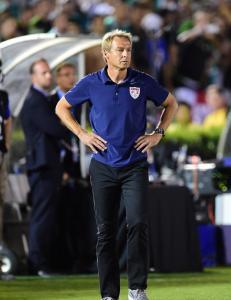 J�rgen Klinsmann. Fra helt til jaget vilt p� rekordtid