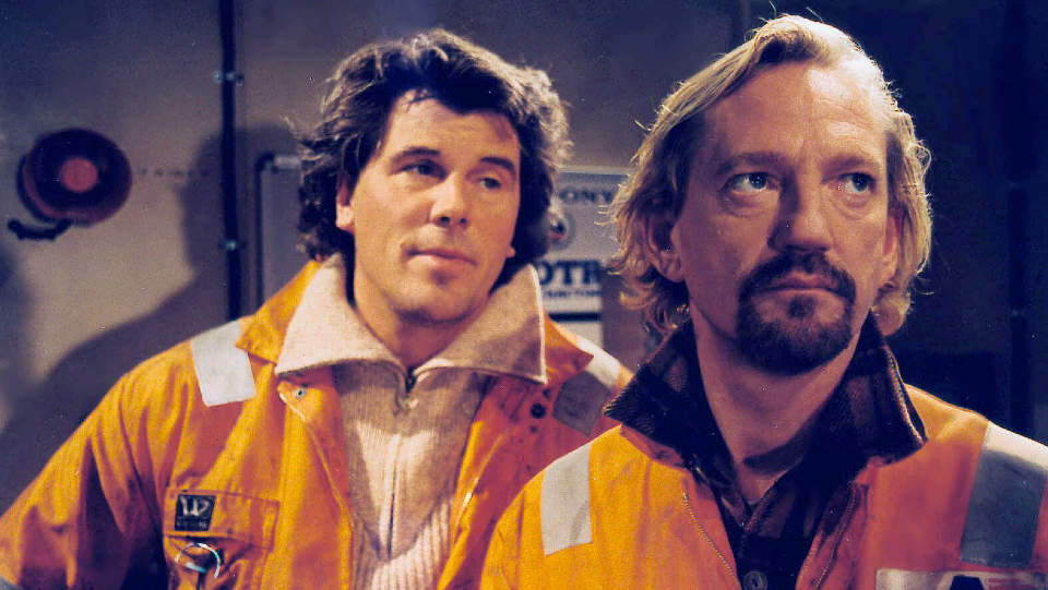 D�D: Frank Krog (54), som st�r til h�yre p� bildet, er kjent for sin rolle som Johnny i NRKs tv-serie Offshore. Her sammen med Jarl Goli (til h�yre). Foto: SCANPIX