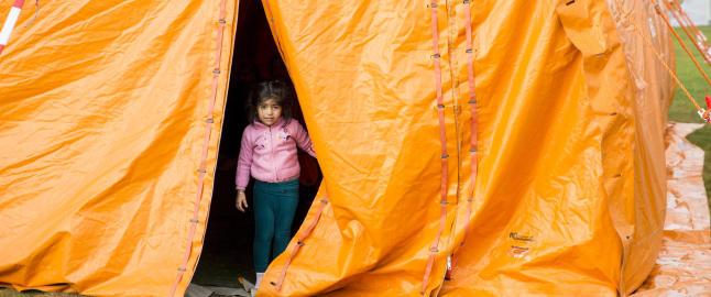 Flyktninger i Finnmark m� vente i telt