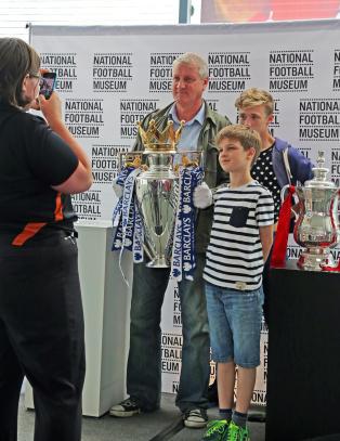 I Manchester finner du verdens desidert st�rste fotballmuseum. Har 140 000 gjenstander p� lager