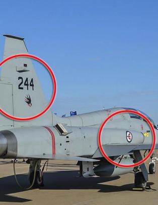 Texas-milliard�ren bruker jagerflyene i �norsk uniform�