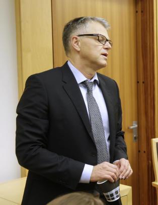 Retten vil la Breivik m�te i retten for � forklare seg