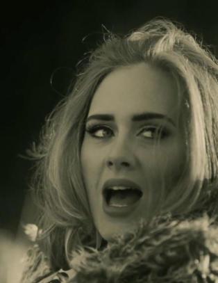 «Adele er så suksessfull, men har likevel ikke råd til annet enn en klapptelefon»