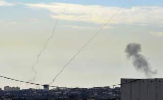 KRITISERES: Også Hamas' rakettangrep mot Israel får sterk kritikk av Amnesty. Foto: AFP PHOTO/DAVID BUIMOVITCH/Scanpix