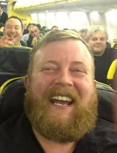 Han satte seg ved siden av en fremmed p� flyet. Viste seg � v�re dobbeltgjengeren