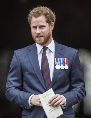 Prins Harry fl�y sammen med d�d danske