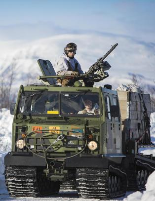 Forsvaret solgte beltevogner til russere