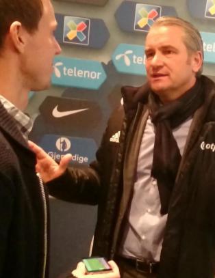 Slik reagerer Ungarns trener n�r vi pr�ver � vise ham den soleklare straffen